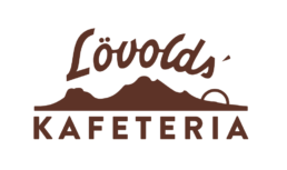 Logo for Løvolds Kafeteria i Bodø. Midnattsol bak fjell med Lövolds' over og Kafeteria under.